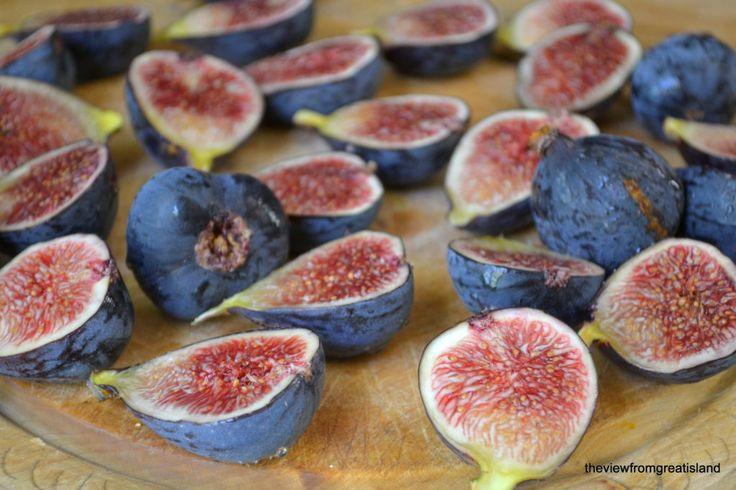 figs cut in half - Are figs vegan?