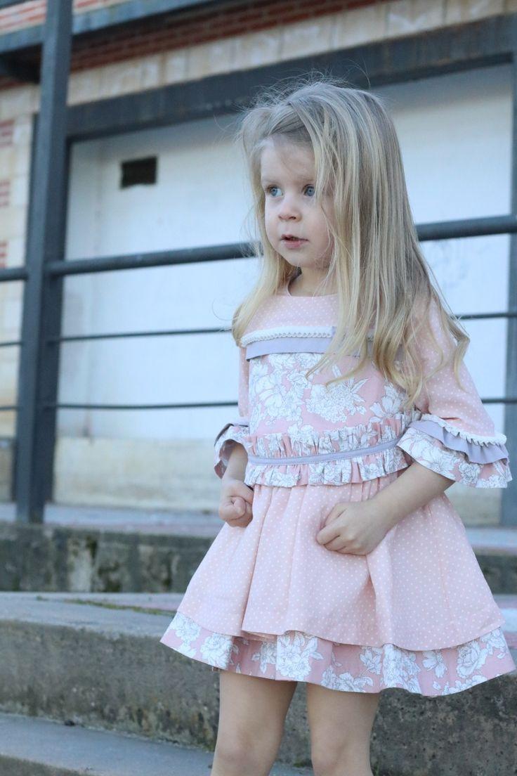 Buenos días a todos! Hoy os dejamos con el post de Mummiella , una de las más influyentes instagramers, con uno de nuestros modelos de la Colección Primavera/Verano 2017! Muchas gracias Judith eres un encanto y Daniella está preciosa!! #nekenia #kids #modainfantil #post #mummiella #instagramers #newcollection #marcaespaña #hechoenespaña  http://www.mummiella.com/2017/02/my-sweetie.html