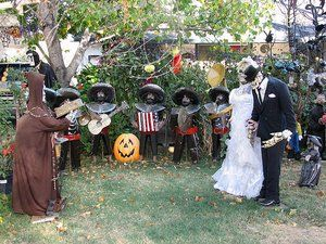 halloween yard decorating pictures