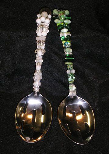 http://www.beadshop.com.br/?utm_source=pinterestutm_medium=pintpartner=pin13 More beaded spoons talher colher decorada com pedrarias