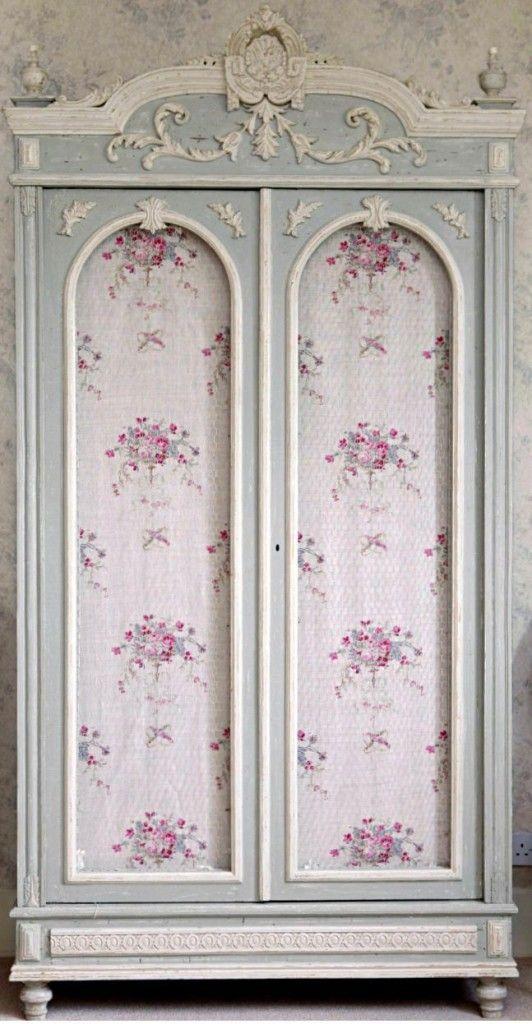 wardrobe ante-flowers