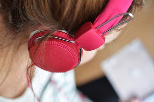 Headphones εκρήγνυνται εν ώρα πτήσης - https://wp.me/p3DBOw-ElR - Μετά τα smartphones, τώρα είναι και η σειρά των Headphones να αρχίσουν να εκρήγνυνται!    Μια ανακοίνωση έχει εκδοθεί, αφού οι μπαταρίες των Headphonesμιας γυναίκας φαίνεται να εξερράγησαν σε μια πτήση από το Πεκίνο προς τη Μελβο