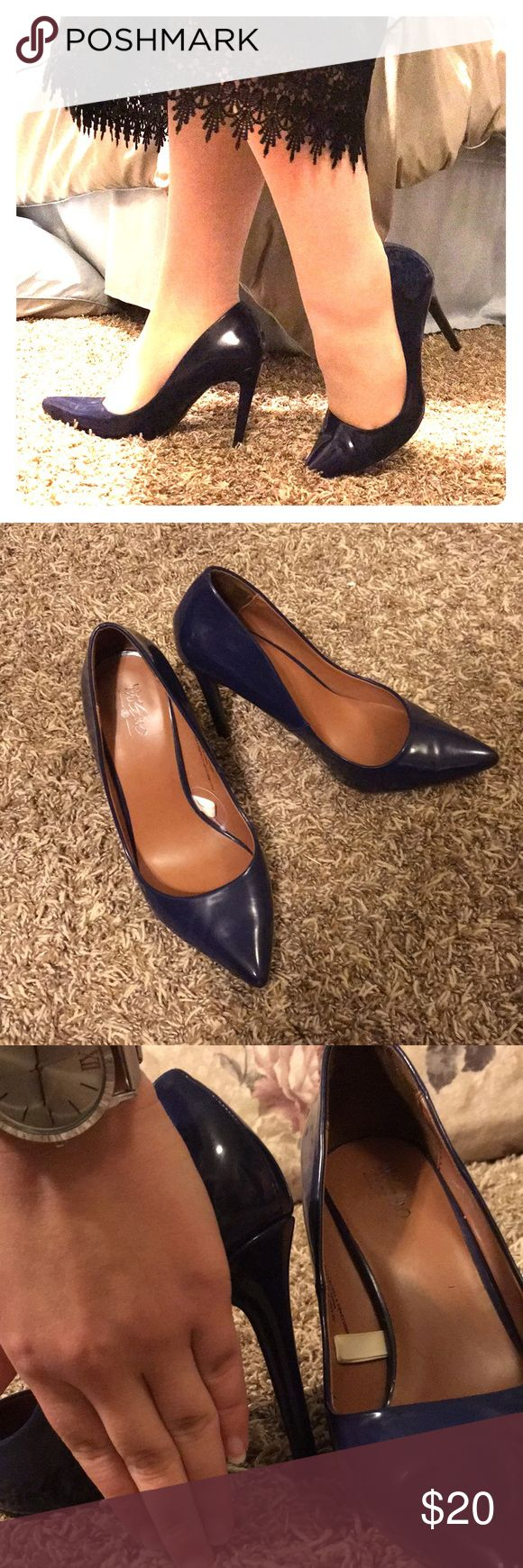 ‼️SALE‼️Classy navy heels 😘 Nice pointed toe navy heels! One of the toes have a little scuff. But it's not noticeable at all😊 Shoes Heels