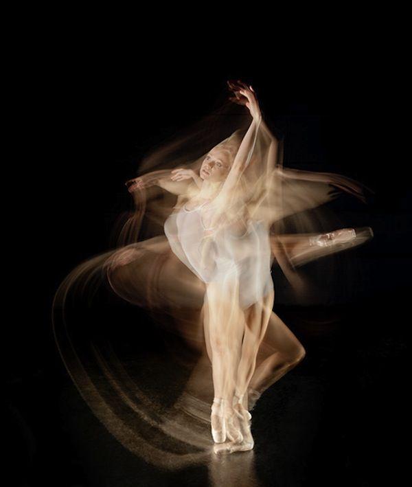 Long Exposure Photos Capture The Graceful Movements Of Ballet Dancers - DesignTAXI.com