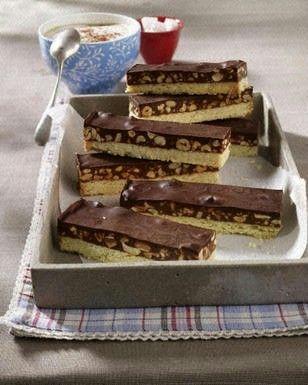 Shortbread-Kuchen mit Snickers und Karamell-Erdnusscreme