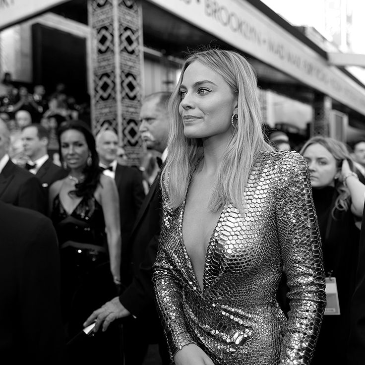 Margot Robbie in TOM FORD at the 2016 Oscars.