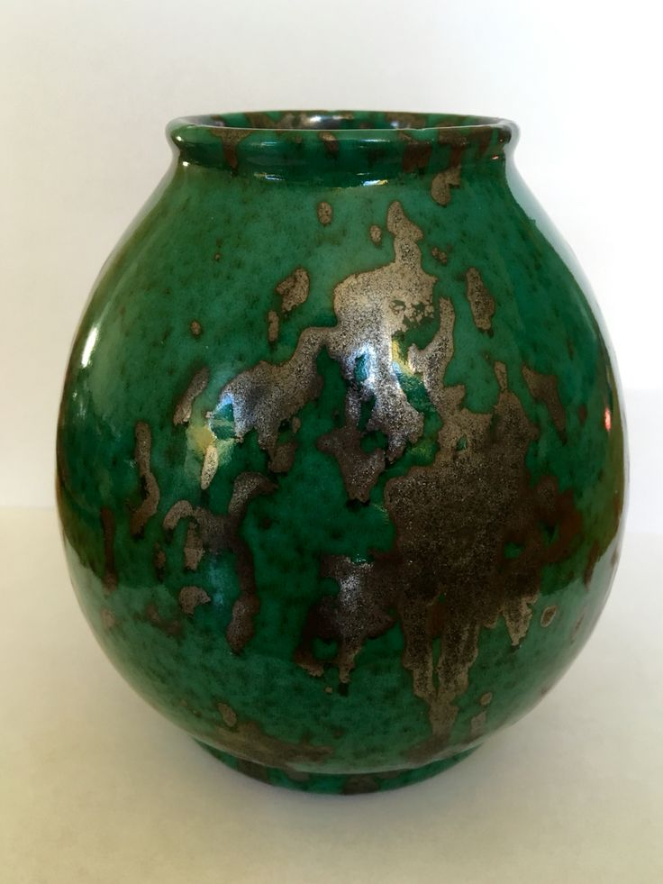 Dutch Amsterdamse school vase design Hildo Krop. Manufactured by Eskaf Steenwijk circa 1920.