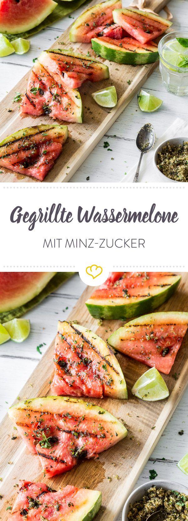 Die gegrillte Wassermelone bringt dank Limetten-Minz-Zucker auch noch eine ordentliche Portion Frische mit - und wird so zu einem perfekten Grill-Dessert!