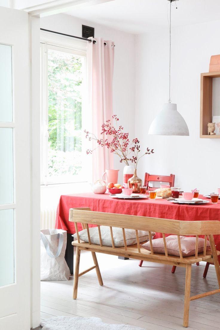 'Wonen met rood'  Mooi met wit, hout en zaCht roze