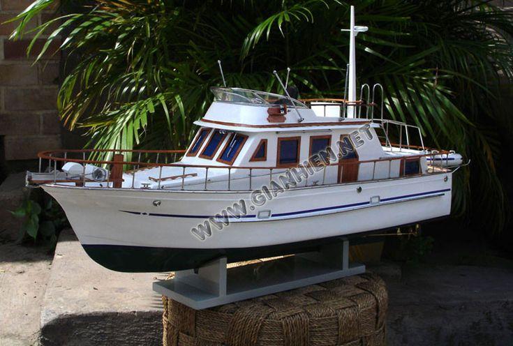 Reinee Roo model ship