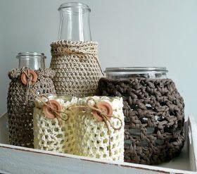 Drie glazen vazen van Ikea.   Twee Olvarit potjes.   Drie kleuren katoen.   Eén bolletje Zpagetti.   Deze duidelijke werkbeschrijving.   ...
