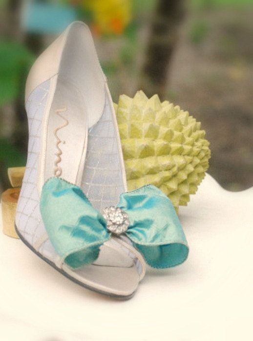Shoe Clips Something Blue Iridescent Bow & Rhinestone center. Marie Antoinette inspired by sofisticata, http://sofisticata.etsy.com