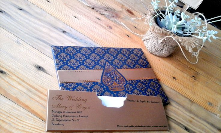 So simply with elegant motif javanies style, make your wedding invitation georges.❤  #invitation #wedding #simple #java #wayang #indonesia #etnic #georges #gold #navy #happy #glamor #love #couple #wedding #invitation #elegan #black #silver #simple #mini #doublehard #samarista #card #infolokerbandung #weddingplanner #weddinginvitation #cantik #stefanwilliam
