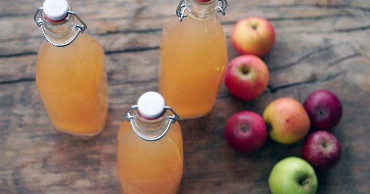 Man kan räkna med att 100 kg äpplen ger drygt 50–60 liter must. Har du ingen fruktkross eller äppelpress så kan du riva äpplen på ett rivjärn och sen pressa ut saften genom en trådsil.Tips: blanda i 5-10 procent pumpa i äppelkrosset, det ger äppelmusten en mild och rund smak.