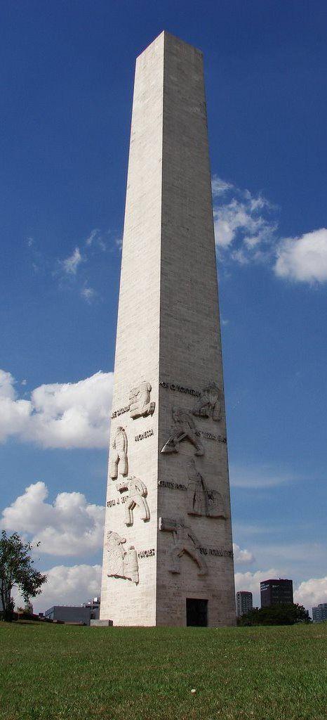 São Paulo-SP, Obelisco do Ibirapuera: Homenagem aos soldados mortos de 1932