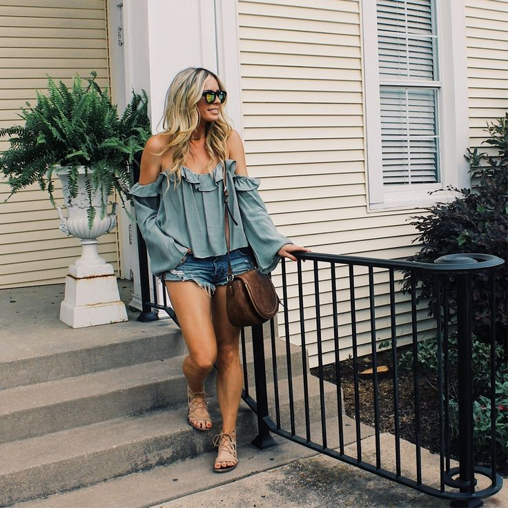 Off The Shoulder Top, Ruffle Top, Cutoff shorts Outfit, Summer Fashion, Summer Outfit, Spring Fashion