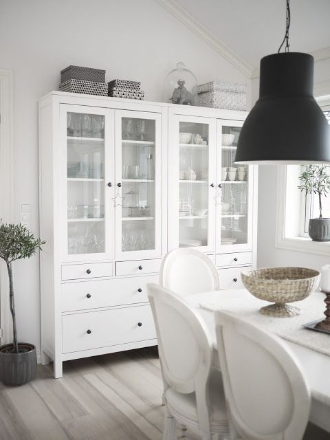 englemor. Love blog, house and these IKEA hemnes cabinets!