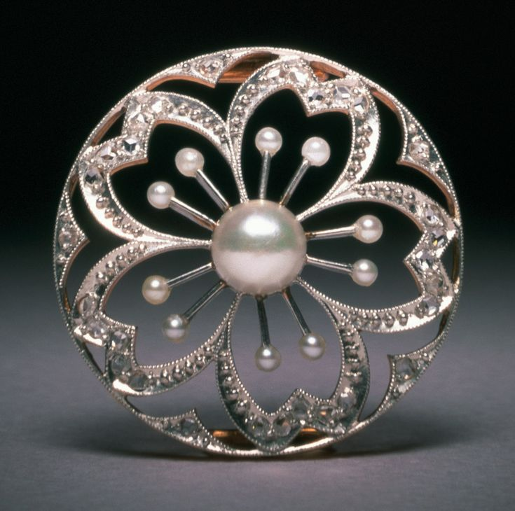 Pearls Exhibition at London's V&A Museum | Jewels du Jour