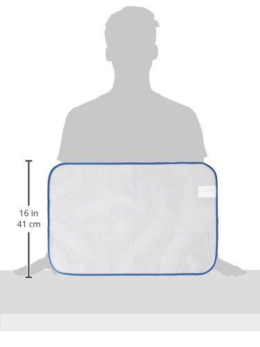 Bei dem transparenten Gitternetz-Bügeltuch bleibt das Bügelgut stets gut sichtbar. Mit diesem praktischen Helfer können selbst empfindliche Stoffe wie Seide, Polyamid oder Perlon problemlos gebügelt werden. Die Bildung von Glanzstellen wird verhindert. Auch Druckstellen in Cord, Samt und Velours können von rechts gebügelt werden. Durch die Vakuumbildung werden die Stofffäden wieder aufgerichtet und alles wirkt wie neu.