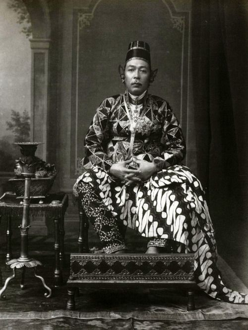 Portrait of Sultan Hamengku Buwana VII, by Kassian Cephas