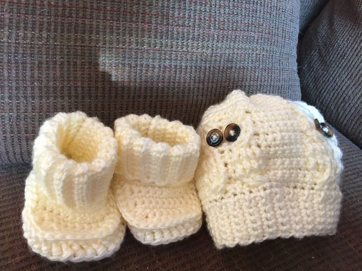 Owl hat and booties