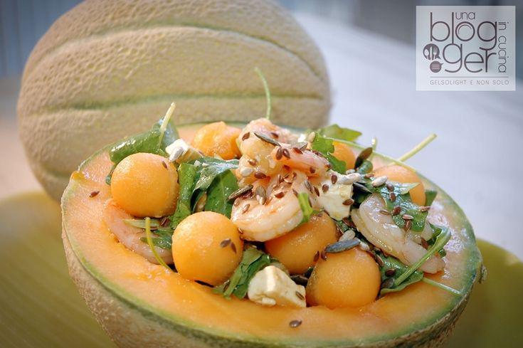 Insalata di melone mantovano IGP con gamberi, feta e rucola, un piatto freddo semplice e veloce, completo e ideale come piatto unico o antipasto sfizioso.
