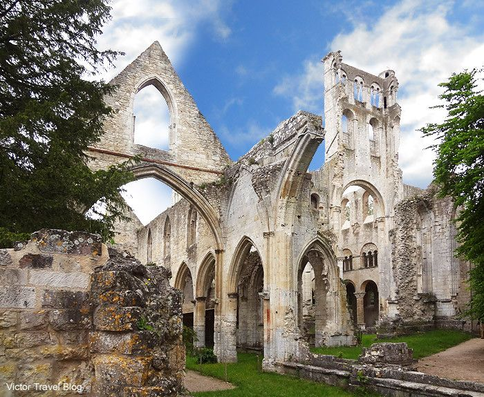 The ruins of Saint-Pierre Church of the Jumieges Abbey. Normandy, France: a typical Norman abbey of the Romanesque period, and the home of the pro-Norman chronicler William of Jumièges who wrote the Gesta Normannorum Ducum about 1070. Now ruined, the abbey dates from 1067, when it was consecrated in the presence of William the Conqueror.