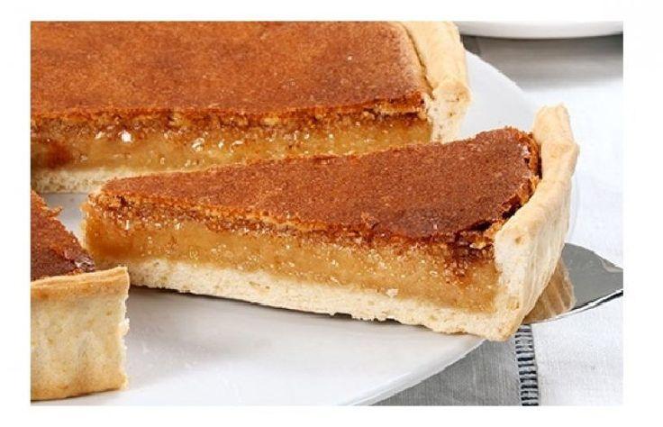 Tarte de Sintra INGREDIENTES 1 base de massa quebrada 400 g de açúcar 5 gemas 60 g de farinha 1 c. (de chá) de canela 5 queijos frescos Manteiga q.b. PREPARAÇÃO Forre uma tarteira com manteiga e forre-a com a massa quebrada. Pique o fundo com um garfo e reserve-a no frigorífico. Ligue o forno …
