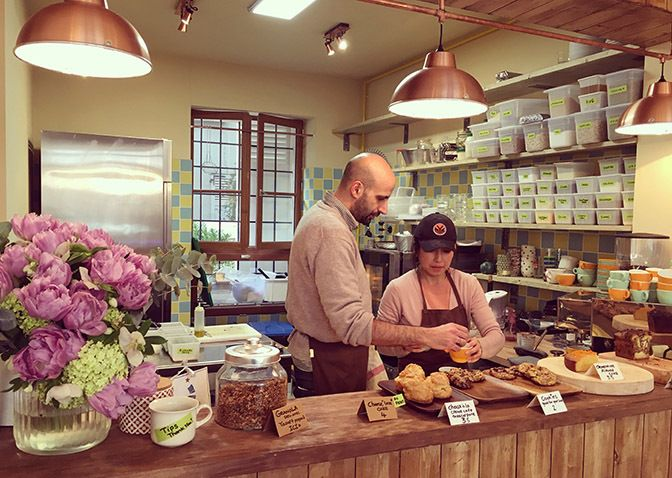Restaurant Mokonuts, 5, rue Saint-Bernard Paris 75011. Envie : Cuisine du marché, Salon de thé, pâtisseries, Coffee Shop. Les plus : Ouvert le lund...