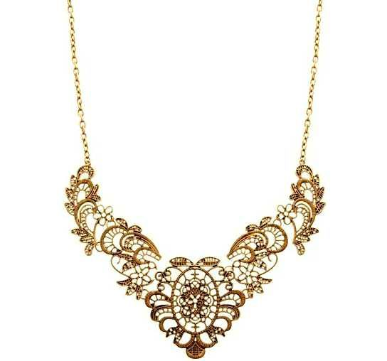 Love the detailed pattern on this necklace :)