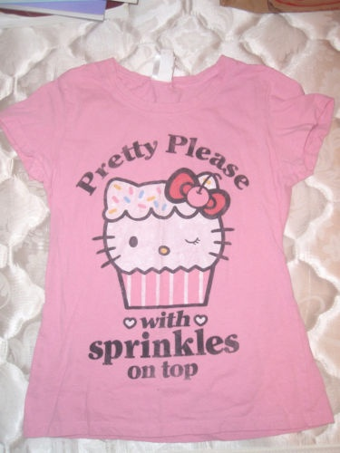 Hello Kitty & Cupcake! 2 of my Favorite things... I so want one!