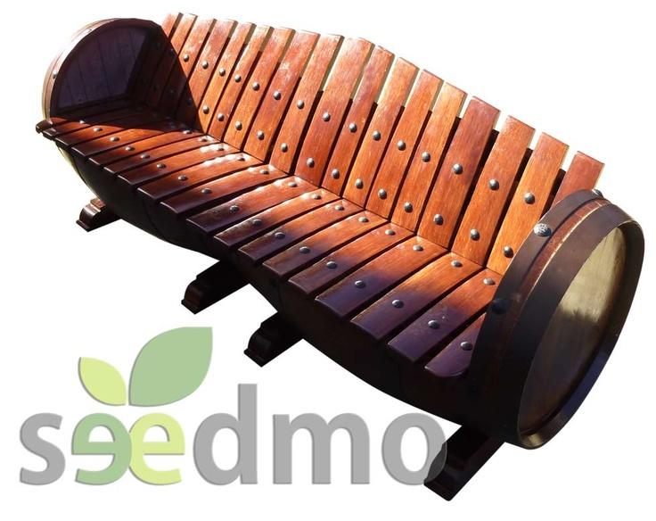 Sillón realizado con dos barricas recicladas de roble americano, con estilo del rústico artesanal.