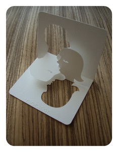 """""""the kiss"""" popup card"""