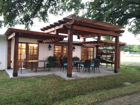 "Build the pergola you saw on HGTV's ""Fixer Upper"" with these project plans from OZCO!"