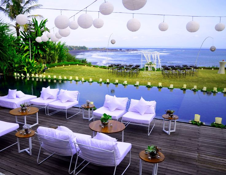 Our Contemporary Iron chairs, teak tables at Villa Tantangan w/ @Baliultimate @BloomzFlorists