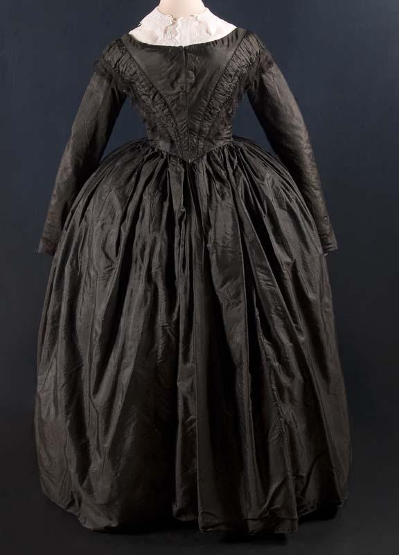Dress, 1850-1860, silk, cotton and linen, Fries museum.
