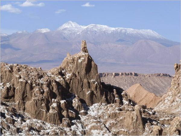 Castillos y catedrales góticas hechos de pura sal . Atacama  Chile