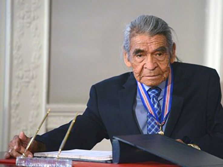 Congratulations! #AcadiaU honorary degree recipient, Mi'kmaq elder Douglas Knockwood of Indian Brook, joins the Order of Nova Scotia, something he called the fulfillment of his life. #BestFamily http://qoo.ly/bfcp3