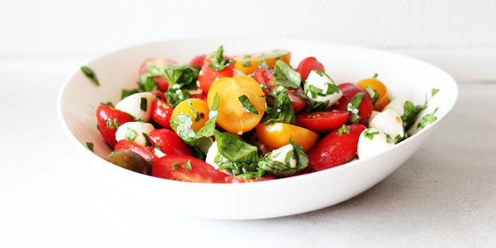 Tomatsalat med mozzarella - Mad Kollektiv