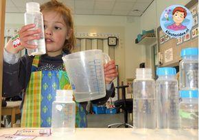 Opdrachtkaartjes, babyflessen vullen in de watertafel 2, thema baby voor kleuters, kleuteridee.nl, free printable