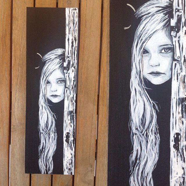 #black #white #little #Girl #doorstep  #painting #art #acrylics #resim #woodart #woodpainting #siyah #Kapı aralığı #kız çocuğu #akrilik #sanat #dekor #dekoratif #dekorasyon #duvar #tablo #N4Joy