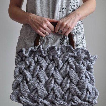 Gebreide gevlochten tas, wat een bijzondere kleur!