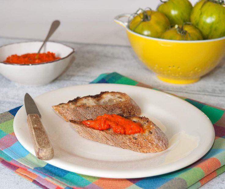 C'est la pleine saison des tomates et consoeurs les tomates, aubergines et courgettes. Pour ma part, je les aime toutes Pour les poivrons, j'ai une préférence pour les rouges, les verts étant un peu moins...