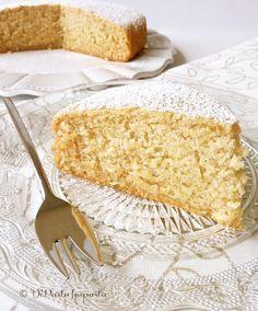Torta senza glutine, uova, zucchero e lattosio - con farina di mais, riso, cocco, olio e polpa di banana