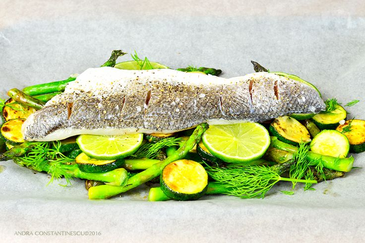 Summertime specials: sea bass en papillote with asparagus and courgette. A healthy and tasty summery dish, ideal for parties and dinners with friends or family.