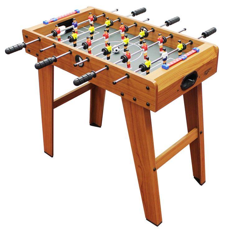 Dieser Kicker kann sowohl als Tischauflagemodell als auch als Standkicker gespielt werden. Es ist eine kleinere Variante für Kinder ab 6 Jahren. Das schöne Holzdekor gibt dem Tisch eine edle Note. Kleiner Kickertisch Stabile...