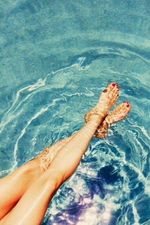 Gambe leggere effetto primo bagno? ;) Sin dalprimo trattamento, #VenusLegacy le renderà più leggere! Provalo per #gambe più toniche e lisce. #VenusBeauty