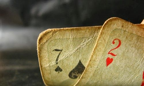 São Cipriano tem uma forma curiosa de denominar as cartas, vamos ver;      CARTOMANCIA   A cartomancia revela o passado, o presente e o futu...