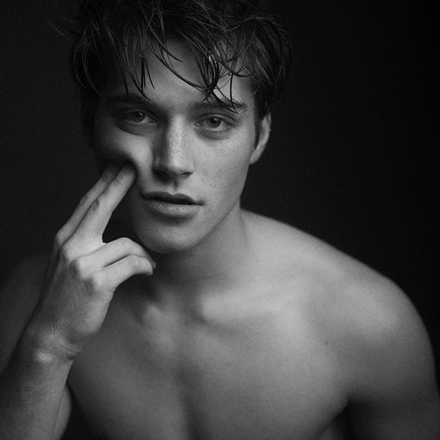 [ closed with froy ] i was walking home, i heard a few things behind me but i ignored them. before i knew it, i was dragged into an alley and beaten. they took everything i had and left me there, my head was bleeding and i was bruising and may have broken something