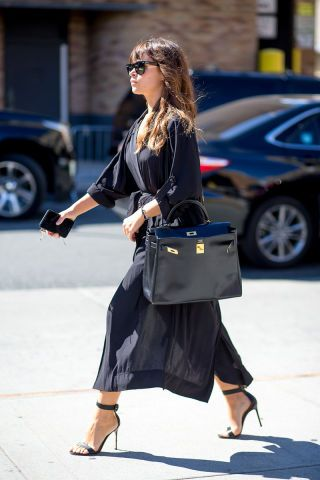Glean the perfect outfit inspiration straight from the streets of New York Fashion Week last month. Click through to see 260+ stunning looks.